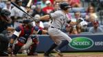 New York Yankees' Brett Gardner, right, singles, bringing in a run in the seventh inning of a baseball game against the Atlanta Braves in Atlanta on Aug. 30, 2015. (AP / Todd Kirkland)
