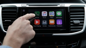 Chris Martin from Honda North America demonstrates Apple CarPlay in Torrance, Calif., on Aug. 20, 2015. (Jae C. Hong / AP)