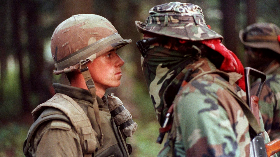Canadian soldier Patrick Cloutier and First Nations activist Brad Laroque standing face to face in Oka, Que., on Sept. 1, 1990 (The Canadian Press/Shaney Komulainen)