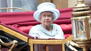 Queen Elizabeth II arrives by carriage at Buckingham Palace during the Diamond Jubilee carriage procession in London on June 5, 2012. (AFP PHOTO / POOL / JAMIE WISEMAN)