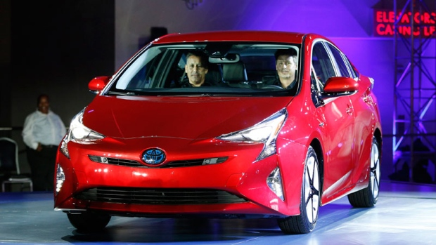 toyota rolls out new prius hybrid promises better mileage ctv news autos. Black Bedroom Furniture Sets. Home Design Ideas