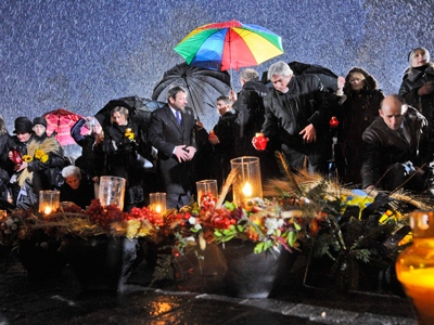 Ukrainians place candles at a monument to victims of the Great Famine in Kiev, Ukraine, Saturday, Nov. 22, 2008. (AP / Sergei Chuzavkov)