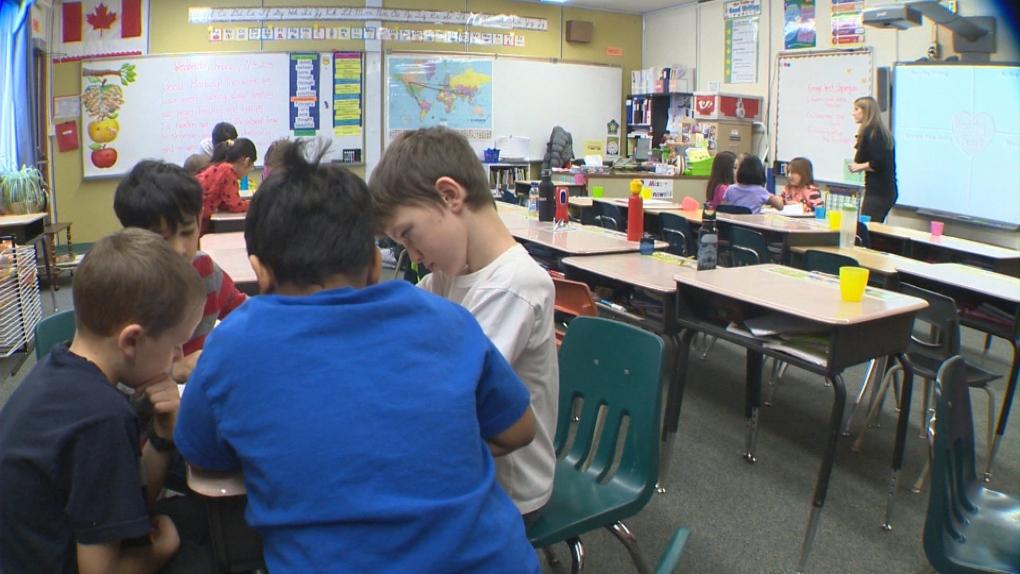 Elementary teachers kick off week of rolling school strikes across Ontario