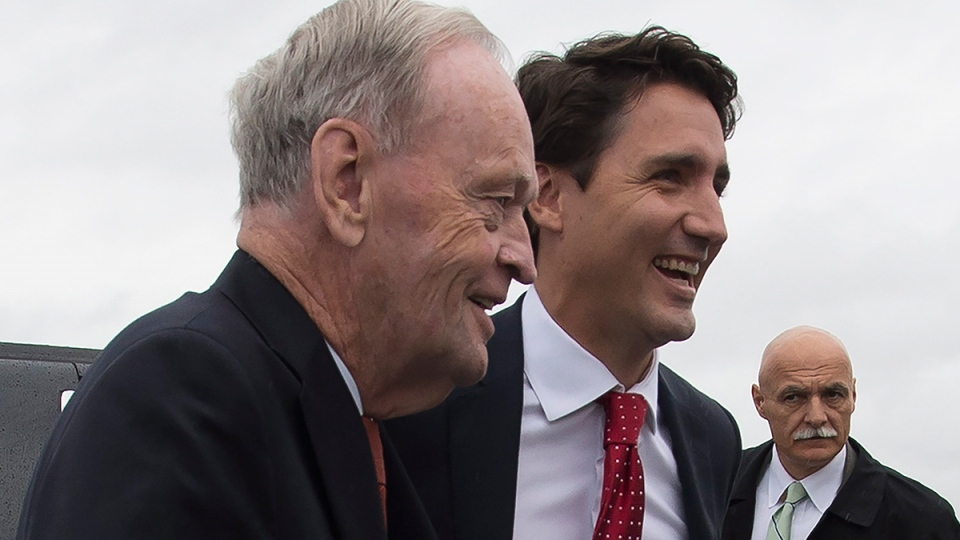 Liberal Leader Justin Trudeau and former prime minister Jean Chretien arrive at the Liberal campaign plane in Montreal, Sunday, Sept. 13, 2015. (Jonathan Hayward / THE CANADIAN PRESS)