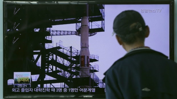 A South Korean man watches TV news program showing a file footage of the Unha rocket in North Korea, at Seoul Railway Station in Seoul, South Korea on Sept. 15, 2015. (AP / ahn Young-joon)