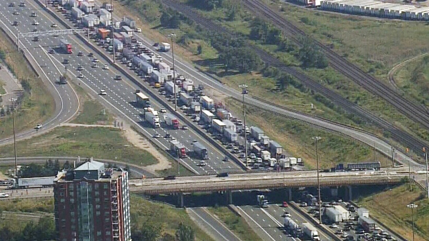LIVE3: Traffic chaos on Highway 401