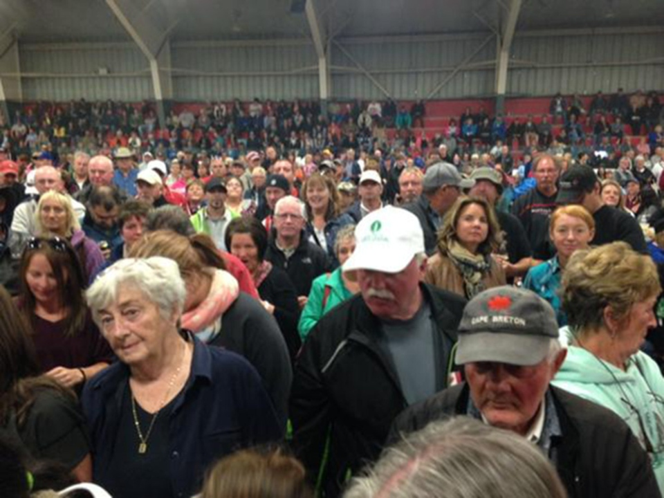 Crowds grow at a community arena in Inverness, N.S. ahead of the Chase the Ace draw on Saturday, Sept. 26, 2015. (Ryan MacDonald / CTV Atlantic)