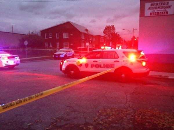 Windsor police are investigating after a man was found with a gunshot wound on Brant Street in Windsor, Ont., on Tuesday, Sept. 30, 2015. (Stefanie Masotti / CTV Windsor)
