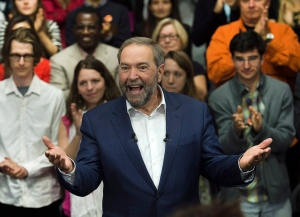 NDP Leader Tom Mulcair reacts to the applause as he arrives at a campaign stop in Montreal on Thursday, Oct. 1, 2015. (Andrew Vaughan / THE CANADIAN PRESS)