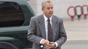 Dennis Oland arrives at the Law Courts in Saint John, N.B. on Sept. 9, 2015. Andrew Vaughan / THE CANADIAN PRESS)