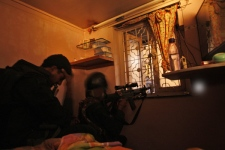 National Security Guard commandos take position near a building housing a Jewish prayer hall which has been taken over by alleged terrorists in Mumbai, India, on Thursday, Nov. 27, 2008. (AP / Saurabh Das)