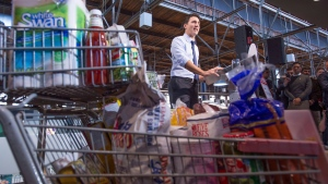 Liberal Leader Justin Trudeau delivers remarks during a campaign event at a grocery store Friday, October 9, 2015 in Toronto. (Paul Chiasson / THE CANADIAN PRESS)