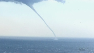 Extended: Waterspout off coast of China