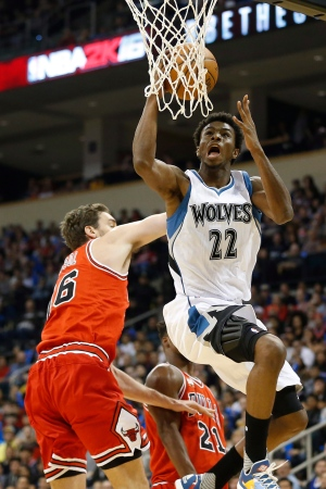 Minnesota Timberwolves' Andrew Wiggins, right, goes up for two against Chicago Bulls' Pau Gasol (16) during the first half of NBA preseason basketball action in Winnipeg, Saturday, October 10, 2015. (John Woods/THE CANADIAN PRESS)