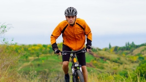 Wearing a helmet reduces the risk of head and facial injuries according to this American study. (maxpro /shutterstock.com)