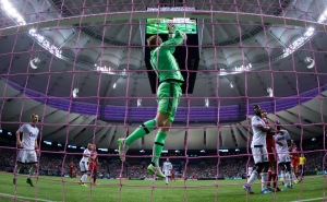 Vancouver Whitecaps goalkeeper David Ousted, of Denmark, makes a save against FC Dallas during the first half of an MLS soccer game in Vancouver, B.C., on Wednesday October 7, 2015. (Darryl Dyck/THE CANADIAN PRESS)