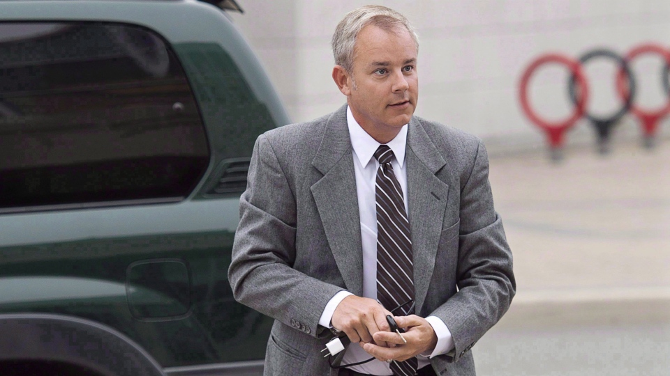 Dennis Oland arrives at the Law Courts in Saint John, N.B. on Sept. 9, 2015. (THE CANADIAN PRESS / Andrew Vaughan)