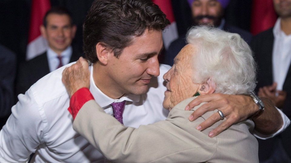 Liberal leader Justin Trudeau hugs former Mississauga mayor Hazel McCallion during a campaign event in a senior's home  in Mississauga, Ont. Friday, October 16, 2015 (Paul Chiasson / THE CANADIAN PRESS)