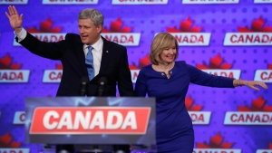 Stephen and Laureen Harper wave to supporters in Calgary, on Oct. 19, 2015. (Jeff McIntosh / THE CANADIAN PRESS)