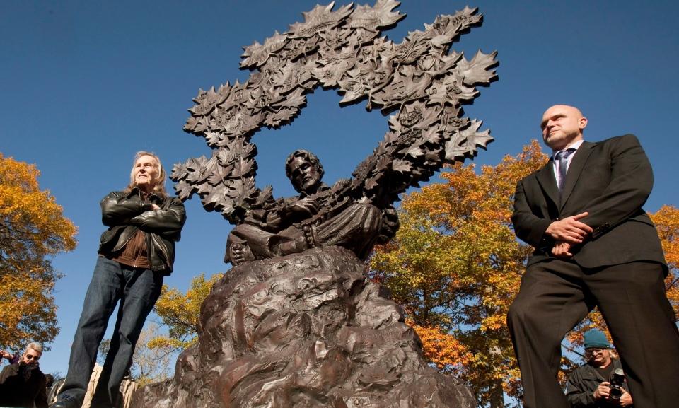 gordon lightfoot statue unveiled