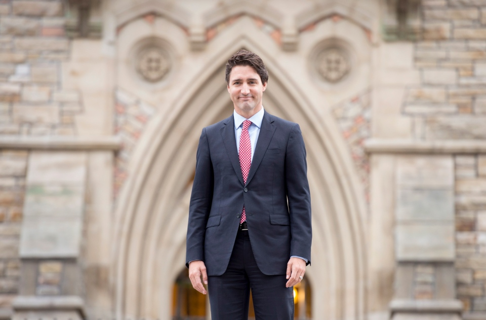 Justin Trudeau walks to a news conference from Parliament Hill in Ottawa on Oct. 20, 2015. (Adrian Wyld / THE CANADIAN PRESS)
