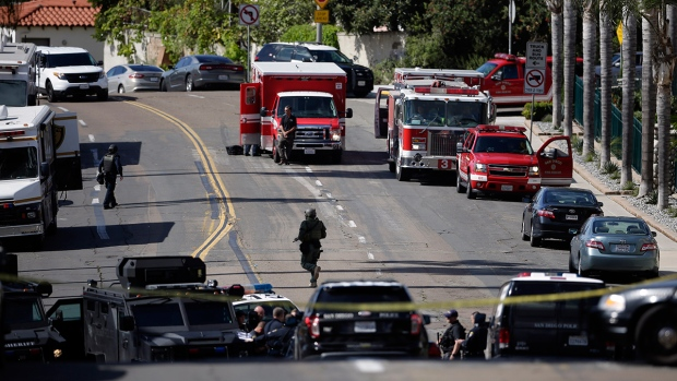 San diego gunman surrenders after standoff at apartment - Apartment complexes san diego ...