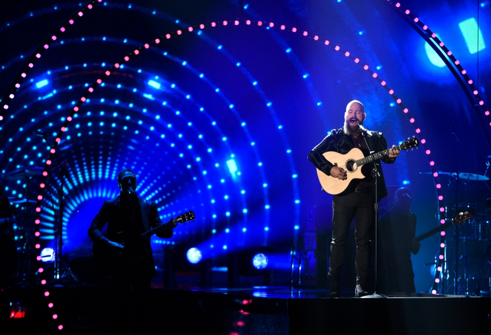 Zac Brown, of the Zac Brown Band, performs a tribute to Little Jimmy Dickens at the 49th annual CMA Awards at the Bridgestone Arena in Nashville, Tenn., on Wednesday, Nov. 4, 2015. (Chris Pizzello / Invision)