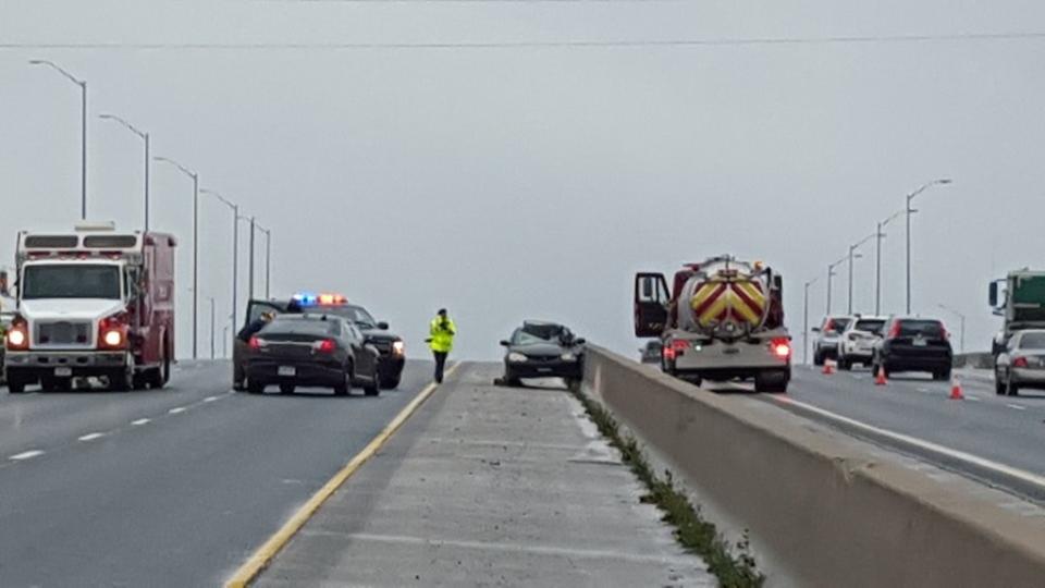 OPP investigate a fatal crash on Highway 401 near Putnam, Ont., on Friday, Nov. 6, 2015. (Justin Zadorsky / CTV London)