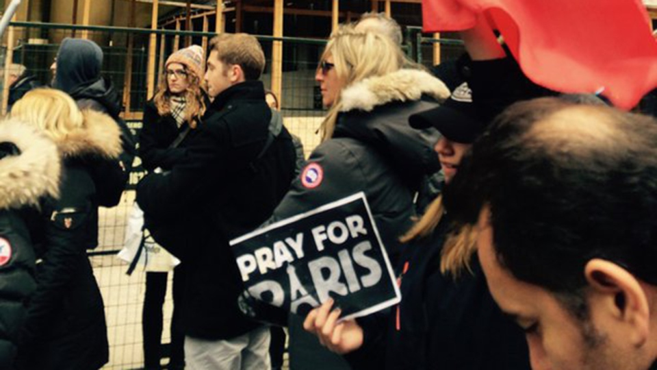 Montreal residents gather outside the French consulate in Montreal, Nov. 14, 2015. (Vanessa Lee / CTV News)