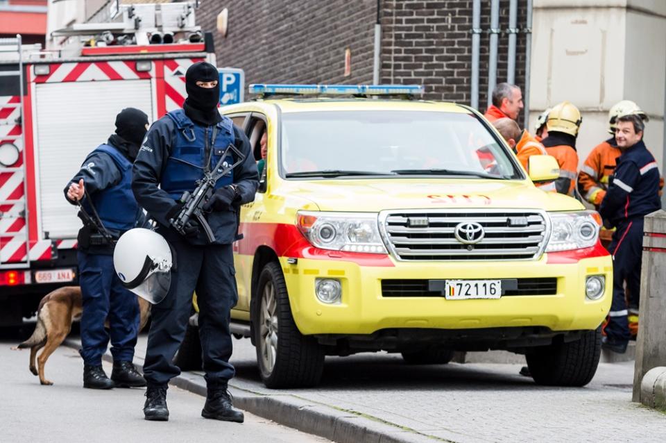 Armed police guard a street in Brussels, Belgium on Monday, Nov. 16, 2015. (AP / Geert Vanden Wijngaert)