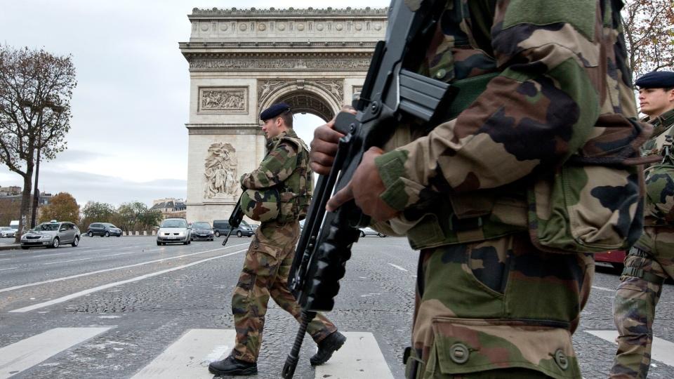 French soldiers cross the Champs Elysees avenue passing the Arc de Triomphe in Paris, Monday, Nov. 16, 2015. (AP / Peter Dejong)