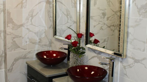 Five luxurious lavatories were selected in the annual best restroom competition hosted by Cintas Canada. <br><br> The restroom at the 1000 Islands Duty Free Shop in Lansdowne, Ont. was voted best in Canada.