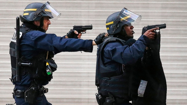 Police forces operate in Saint-Denis, a northern suburb of Paris, Wednesday, Nov. 18, 2015. (AP / Francois Mori)