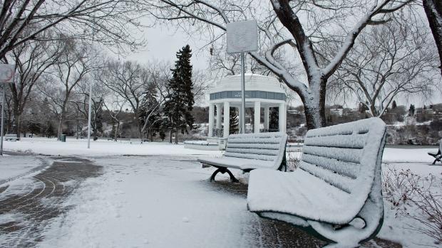 Homeowners anxious to move mountains of snow - Saskatchewan - CBC News