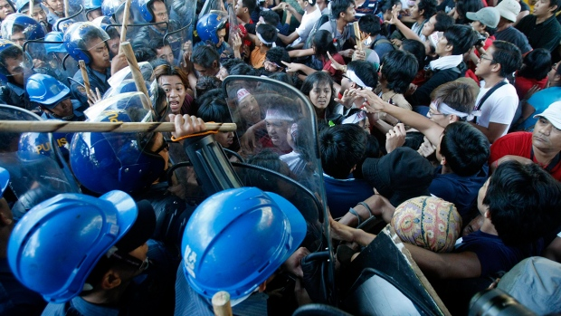 Student activists clash with anti-riot police as they attempt to cross over the security barricade near the venue hosting the Asia-Pacific Economic Cooperation (APEC) summit in Manila, Philippines, Thursday, Nov. 19, 2015. (AP / Lino Escandor II)