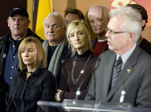 Canadian actors Peter MacNeill (left), Debra McGrath, Ken Walsh, Sheila McCarthy and Colin Mochrie look on as chief negotiator for ACTRA Stephen Waddell speaks during a news conference in Toronto, Monday Jan.8, 2007. (CP / Adrian Wyld)