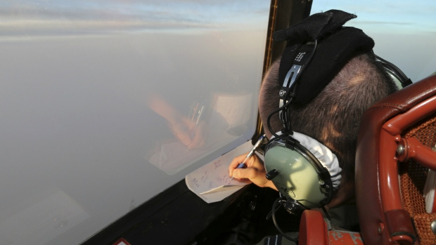 Crews search for missing Malaysian plane