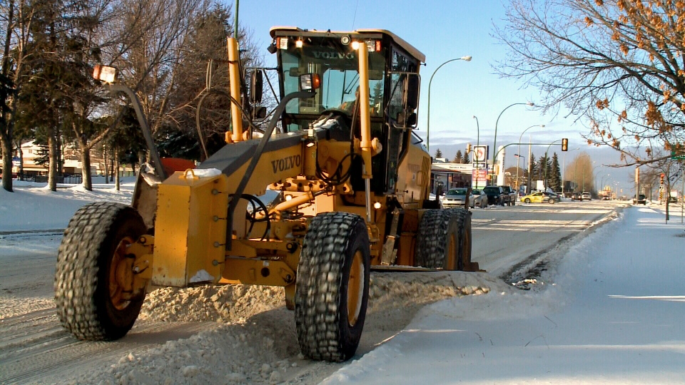 A grader clears snow from Saskatoon streets on Wednesday, Nov. 25, 2015.