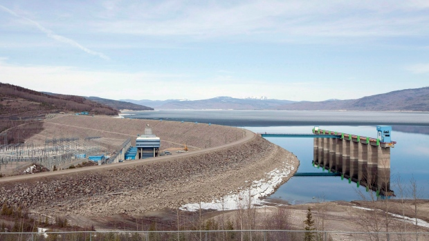 B C  Hydro sets contract for controversial Site C dam at
