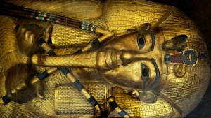 A mask of of King Tut is displayed in a glass case at the Valley of the Kings in Luxor, Egypt on Sept. 29, 2015. (AP / Nariman El-Mofty)