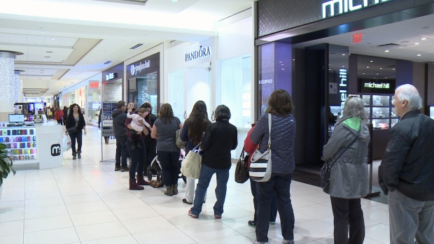 Christmas shop in malls, stores alone during COVID-19 pandemic: Ottawa Public Health