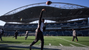Ottawa Redblacks' quarterback Henry Burris passes during Grey Cup football practice in Winnipeg, Man., on Saturday November 28, 2015. (Darryl Dyck / THE CANADIAN PRESS)