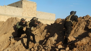 Iraqi security forces take combat position at the front-line with Islamic State group militants as Iraqi Army and allied Sunni volunteer tribal fighters supported by U.S.-led coalition airstrikes are tightened the siege of Ramadi, the capital of Iraq's Anbar province, 115 kilometres west of Baghdad, Iraq, Monday, Nov. 30, 2015. (AP / Osama Sami)