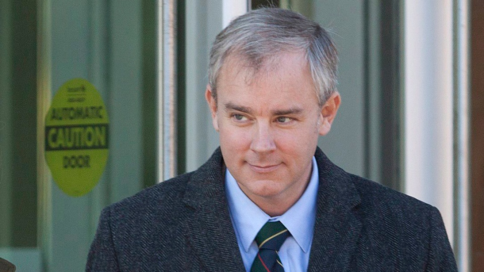 Dennis Oland leaves the Law Courts building for a lunch break after spending the morning on the stand at his trial in Saint John, N.B., Tuesday, Dec.1, 2015. (Ron Ward / THE CANADIAN PRESS)