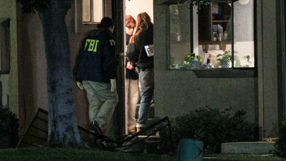 FBI agents search outside a home in connection to the shootings in San Bernardino, Thursday, Dec. 3, 2015, in Redlands, Calif. (AP / Ringo H.W. Chiu)