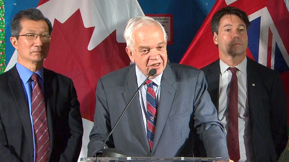 Immigration Minister John McCallum said United States officials have not expressed any concerns about the government's plan to accept 25,000 Syrian refugees by early 2016.