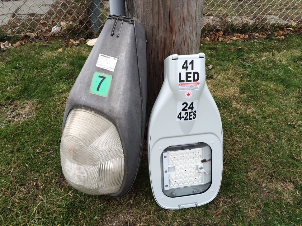 Comparing an old sodium bulb (left) to an LED light in Windsor, Ont., on Wednesday, Dec. 9, 2015. (Michelle Maluske / CTV Windsor)