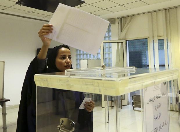 Saudi woman votes