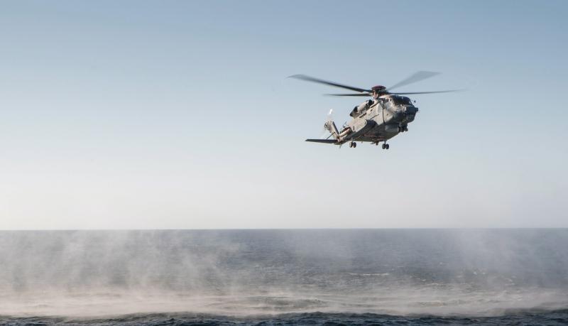 A CH-148 Cyclone hovers over the Atlantic during sea trials off the coast of Nova Scotia on April 18, 2015. (Jacek Szymanski/THE CANADIAN PRESS/HO - DND)