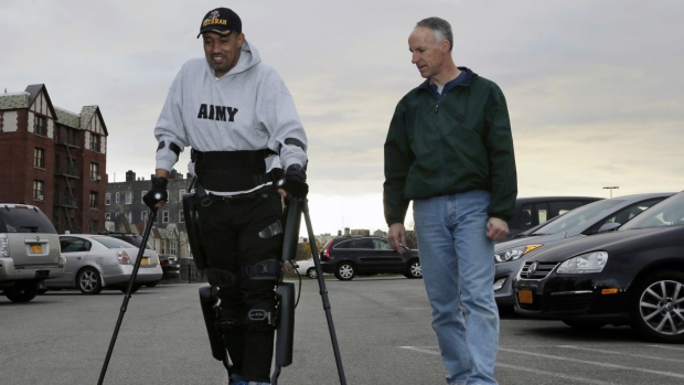 Paralyzed US veterans to get robotic legs